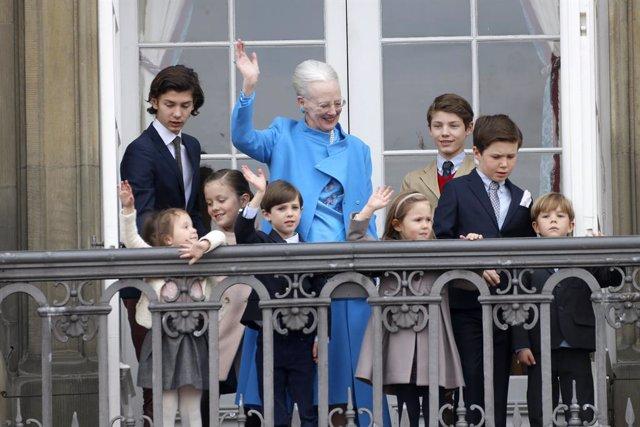 La Reina Margarita con todos sus nietos