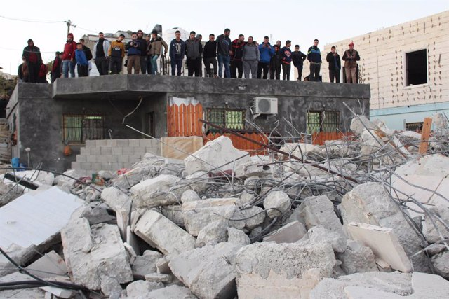 27 November 2019, Palestinian Territories, Hebron: Palestinians inspect the rubble of the houses that were demolished by the Israeli army in the West Bank village of Biet Kahel near Hebron. The Israeli army demolished homes belonging to four  Palestinians