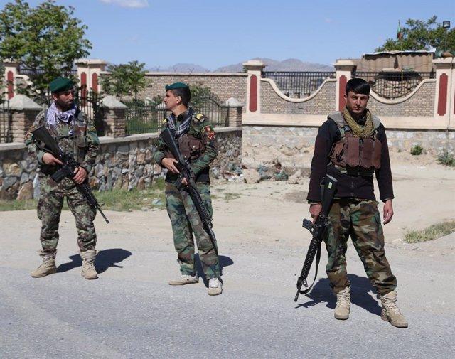 Imagen de archivo de varios miembros de las fuerzas de seguridad afganas