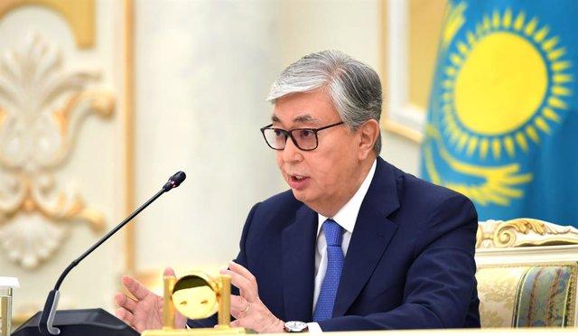 Kasim Jomart Tokayev en una comparecencia en Nursultán