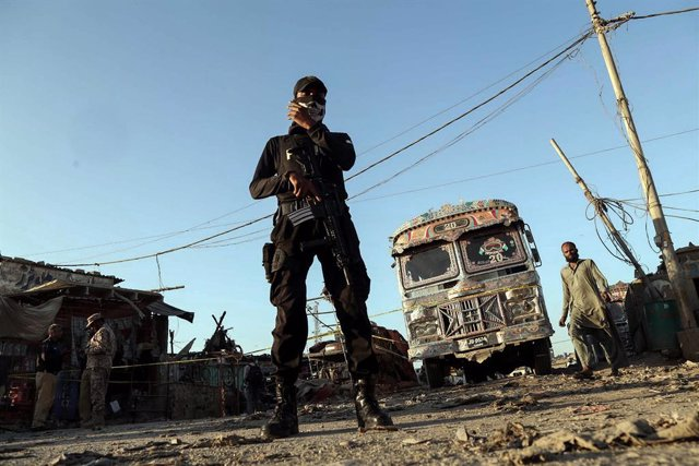 20 October 2020, Pakistan, Karachi: A member of the Pakistani security forces guards a cordoned off are at the scene of a bomb blast that targeted a bus terminal. At least six people have sustained injuries. Photo: -/PPI via ZUMA Wire/dpa