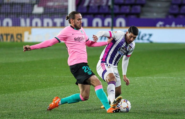 Oscar Mingueza of FC Barcelona and Marcos Andre of Real Valladolid fight for the ball during La Liga football match played between Real Valladolid and FC Barcelona at Jose Zorrilla stadium on December 22, 2020 in Valladolid, Spain.