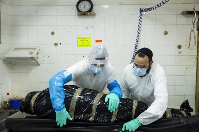 Un cadáver de un pacietne fallecido por coronavirus en Israel