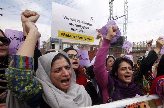 Mujeres durante una protesta en Peshawar (Pakistán) por el Día Internacional de la Mujer