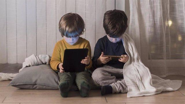 Uso de pantallas en menores