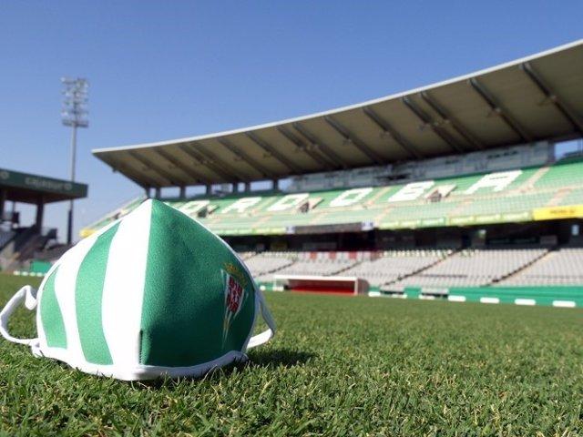 Mascarilla del Córdoba CF en el estadio.