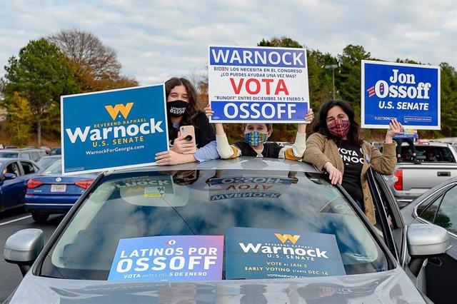 Votants demòcrates durant un acte de campanya a Geòrgia
