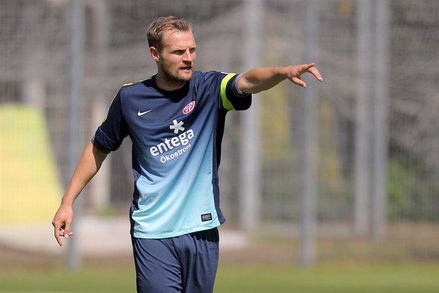 FILED - 23 June 2014, Rhineland-Palatinate, Mainz: Mainz Co-coach Bo Svensson leads the opening training session of 1. FSV Mainz 05 at Bruchwegstadion. Mainz have appointed their former midfielder Bo Svensson as their new coach, the Bundesliga strugglers