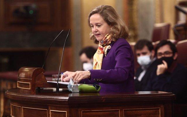 La vicepresidenta Tercera del Gobierno, Nadia Calviño interviene durante una sesión plenaria en el Congreso de los Diputados.