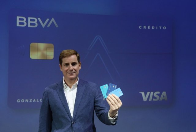 Gonzalo Rodríguez, director de Desarrollo de Negocio de BBVA en España, presenta la tarjeta Aqua