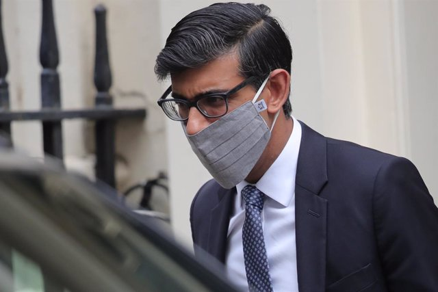 14 October 2020, England, London: UK Chancellor of the Exchequer Rishi Sunak leaves Downing Street. Photo: Aaron Chown/PA Wire/dpa