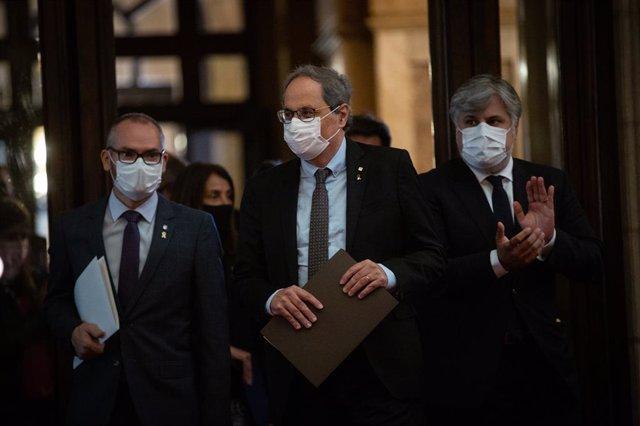 (E-D) El vicepresident primer del Parlament, Josep Costa; l'expresident Quim Torra; i el portaveu de JxCat al Parlament, Albert Batet; 30 de setembre del 2020.