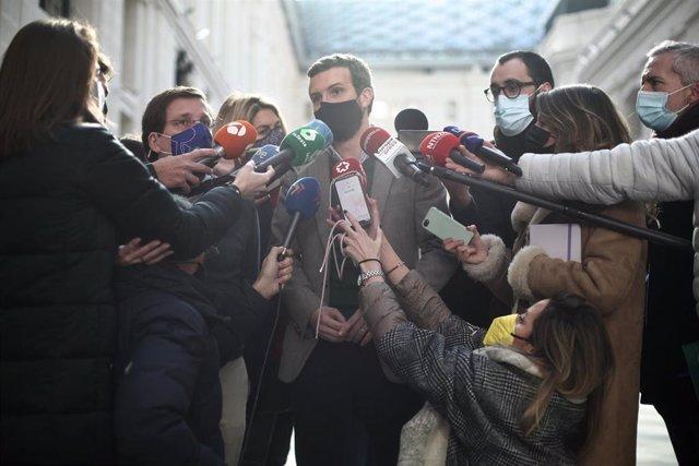 El presidente del PP, Pablo Casado, atiende a los medios, en Madrid (España) a 5 de enero de 2021.