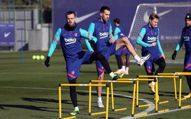 Entrenamiento del primer equipo del FC Barcelona del 4 de enero de 2021, en la Ciutat Esportiva Joan Gamper