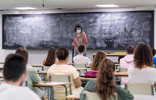 Alumnes en una classe (Arxiu)