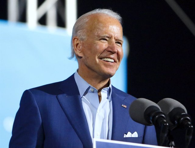 FILED - 29 October 2020, US, Tampa: USDemocratic candidate for president Joe Biden speaks to a crowd of supporters during a drive-in rally at the Florida State Fairgrounds. Former vice president Biden is projected to win the White House, bringing an end