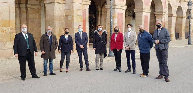 El secretari general d'Units per Avançar i número 3 en la llista del PSC a les eleccions catalanes, Ramon Espadaler, al costat d'altres membres d'Units que participaran en la llista socialista el 14-F.