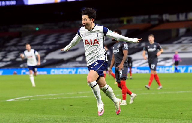 05 January 2021, England, London: Tottenham Hotspur's Son Heung-min celebrates scoring his side's second goal during the English Carabao Cup Semi-Final soccer match between Tottenham Hotspur and Brentford at the Tottenham Hotspur Stadium. Photo: Adam Davy