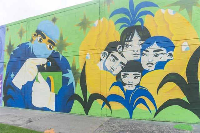 Mural en homenaje a los trabajadores del sector sanitario frente al Hospital Universitario de Bogotá, Colombia.