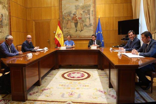 Els ministres de Treball i Seguretat Social, Yolanda Díaz i José Luis Escrivá, es reuneixen amb els secretaris generals de CCOO (Unai Sord)i UGT (Pepe Álvarez) i amb els president de CEOE (Antonio Garamendi) i Cepyme (Gerardo Cuerva).