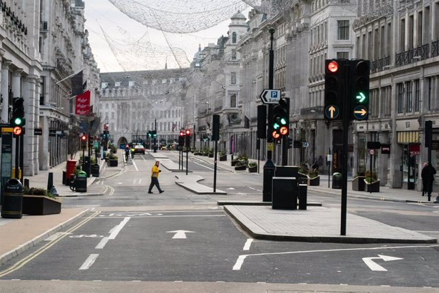 25 December 2020, England, London: London's Regents Street Street is seen empty on Christmas Day amid Coronavirus lockdown. Photo: Aaron Chown/PA Wire/dpa