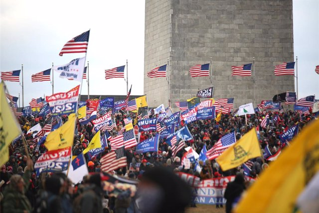 06 January 2021, US, Washington: Supporters of US President Donald Trump gather at the National Mall near the US Capitol as the Congress meets to affirm President-elect Joe Biden's victory. Photo: Steven Ramaherison/TheNEWS2 via ZUMA Wire/dpa