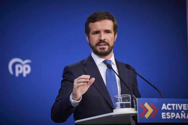El presidente del Partido Popular (PP) Pablo Casado, comparece en rueda de prensa para hacer balance del año 2020 en la sede del partido, en Madrid (España), a 29 de diciembre de 2020. En la comparecencia, Pablo Casado ha criticado que el Gobierno recurra