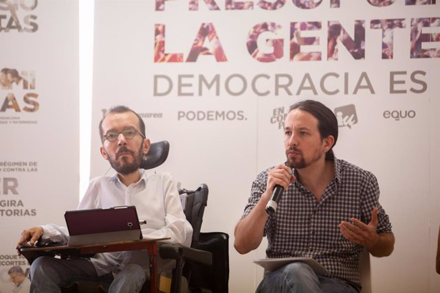 El Secretario General de Podemos, Pablo Iglesias, y el Secretario de Organización de Podemos, Pablo Echenique, en el Círculo de Bellas Artes de Madrid