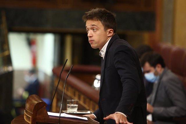 El líder de Más País, Íñigo Errejón, interviene durante una sesión plenaria en el Congreso de los Diputados, en Madrid (España), a 15 de diciembre de 2020. El Pleno del Congreso debate hoy la propuesta del PNV de habilitar a las administraciones la reserv