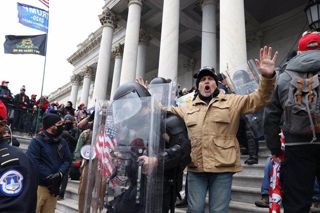 Protesta de seguidores de Donald Trump a las puertas del Capitolio de Estados Unidos