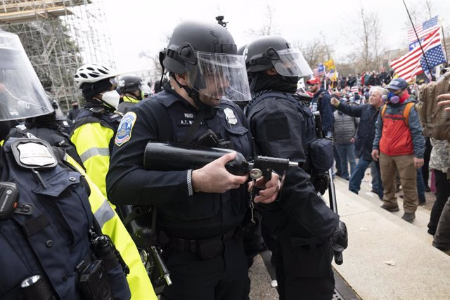 06 January 2021, US, Washington: Police clash with supporters of US President Donald Trump as they storm the USCapitol building during a Congress session to affirm President-elect Joe Biden's victory. Pro-Trump protesters stormed the USCapitol Building