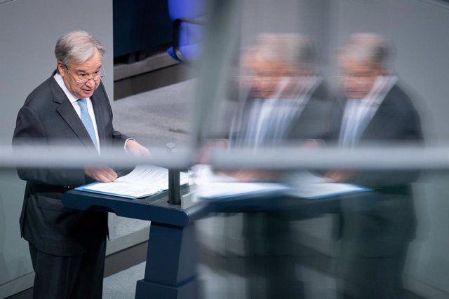 18 December 2020, Berlin: UN Secretary-General Antonio Guterres delivers a speech at the German Bundestag on the 75th anniversary of the founding of the United Nations. Photo: Kay Nietfeld/dpa