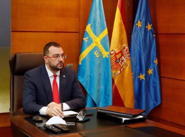Adrián Barbón.