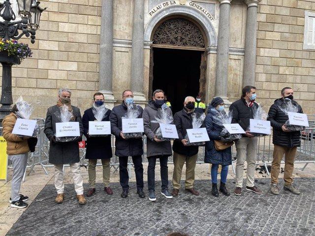 Representants del comerç i la restauració porten carbó al Govern. Barcelona, Catalunya (Espanya), 7 de gener del 2021.