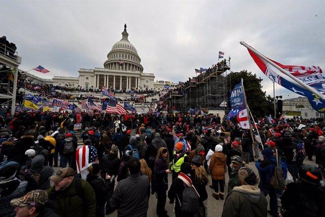 Seguidors de Donald Trump assalten el Capitoli dels Estats Units, 7 de gener del 2021. Foto: Essdras M. Suarez/ZUMA Cable