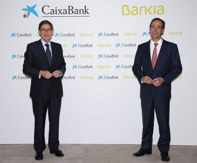 El presidente de Bankia, José Ignacio Goirigolzarri, y el consejero delegado de CaixaBank Gonzalo Gortázar.