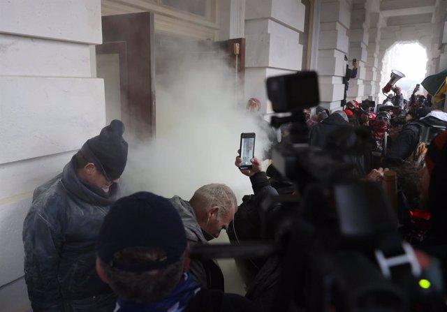 Enfrentamientos en la entrada del Capitolio de Estados Unidos