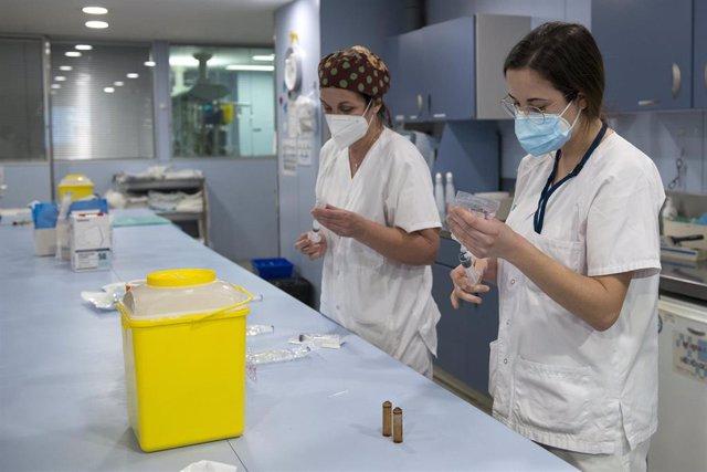 Personal sanitario de la Unidad de Cuidados Intensivos (UCI) para enfermos de coronavirus