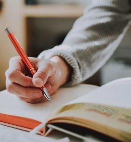 Alumne en una classe.