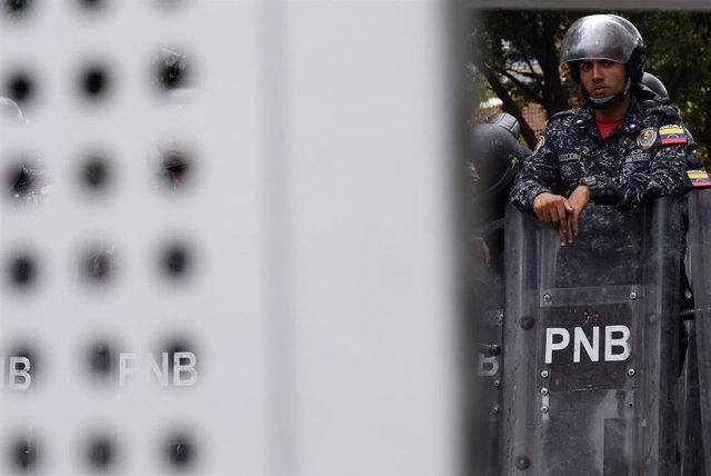 Agente de la Policía Nacional Bolivariana (PNB) de Venezuela en Caracas
