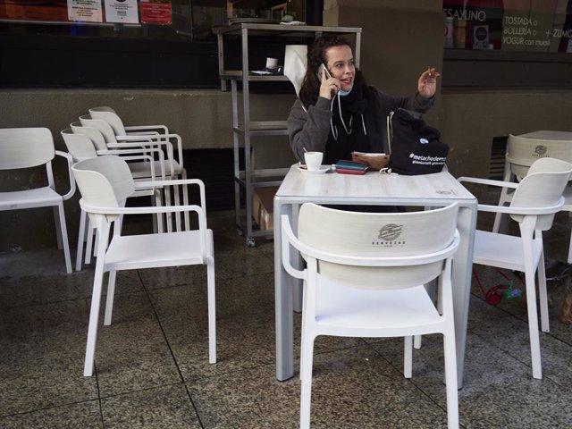 Terrazas en un bar de Pamplona, Navarra (España), a 17 de diciembre de 2020. Navarra reabre hoy el interior de los locales de hostelería con aforo al 30% tras casi dos meses de cierre por las restricciones frente al Covid-19.