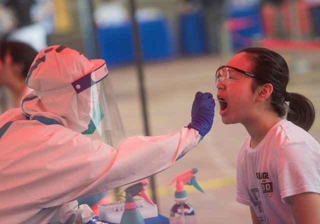Prueba PCR en Wuhan, China