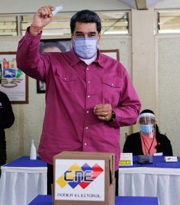 HANDOUT - 06 December 2020, Venezuela, Caracas: President of Venezuela Nicolas Maduro casts his vote into a ballot box inside a polling station during the 2020 Venezuelan parliamentary election. Maduro and his Socialist allies won just over 67 per cent, w