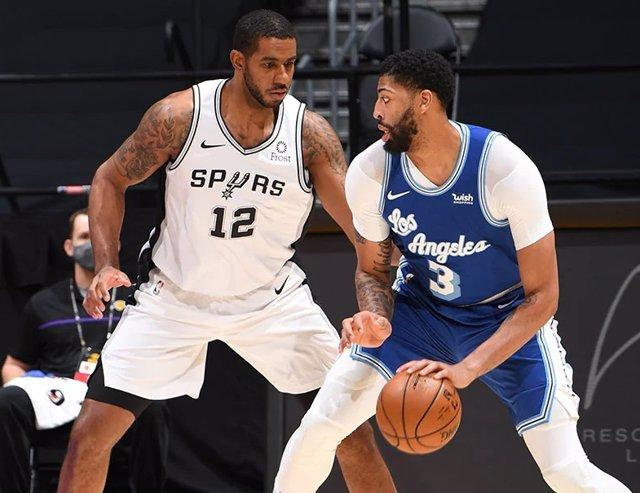 Aldridge (Spurs) y Davis (Lakers)