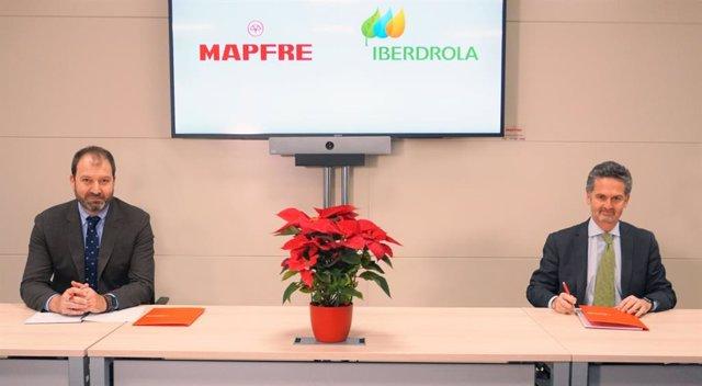 Raúl Costilla, director general comercial y de negocio de MAPFRE IBERIA, y Alfonso Calderón, director comercial de Iberdrola en España.