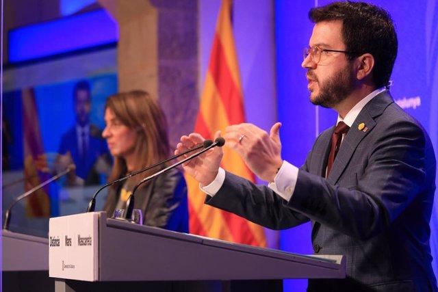 El vicepresident de la Generalitat, Pere Aragonès, i la consellera de Presidència i portaveu del Govern, Meritxell Budó, en una roda de premsa telemàtica.