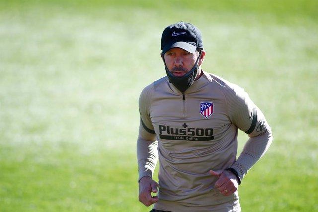 Diego Pablo Simeone entrenando al Atlético