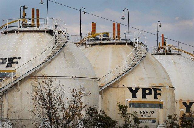 Refineria de YPF en una provincia argentina