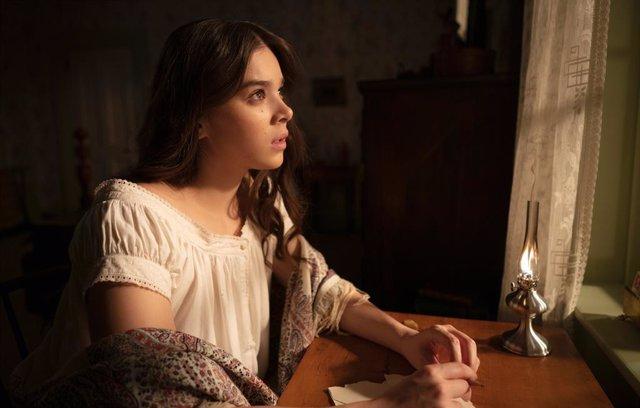 Arranca la temporada 2 de Dickinson en Apple TV+ con Hailee Steinfeld