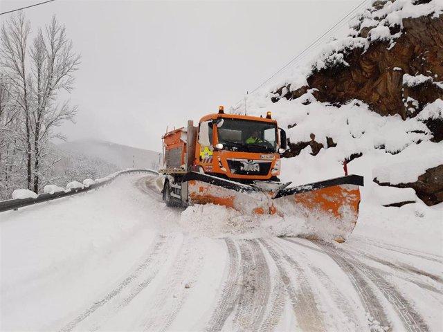 Carretera cortada por nieve